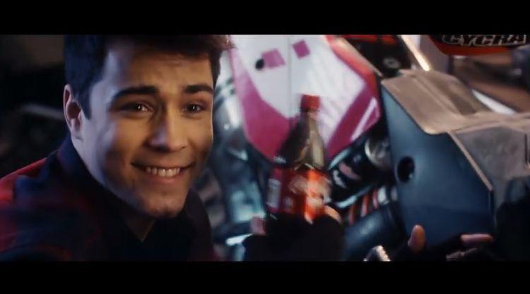 Znany youtuber z Wodzisławia Śl. wystąpił w świątecznej reklamie Coca-Coli