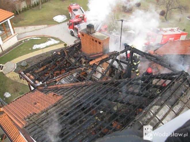 Z niewyjaśnionych dotąd przyczyn wybuchł pożar na strychu domu przyjęć Arkadia w Radlinie