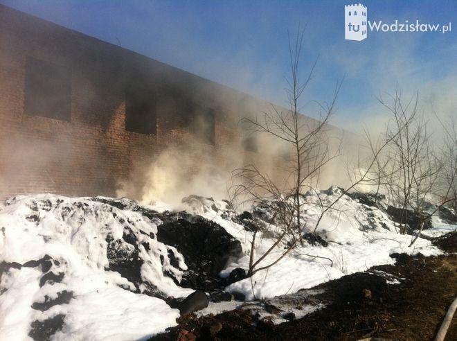 Wodzisław: paliła się stara cegielnia (zdjęcia),