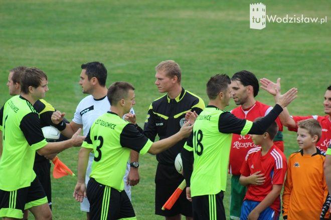 Pierwszy mecz na nowym boisku piłkarze Unii Turza rozegrali z KS 27 Gołkowice