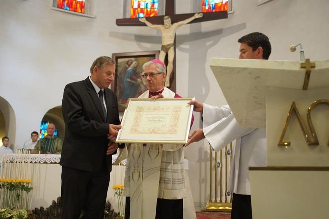 Mszana: od 40 lat dba o kościelne dzwony na całym świecie. Teraz dostał medal od papieża, UG Mszana