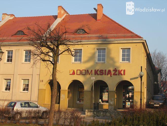 Trzy kamienice przy wodzisławskim Rynku, dwie przy ulicy Opolskiego oraz jedna przy ulicy Kościelnej zyska nowy wygląd dzięki planowanej termomodernizacji.