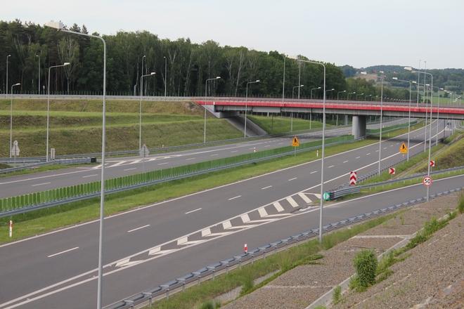 Mija rok od kiedy bez przedszkód jeździmy A1. Jak bliskość autostrady wpływa na życie naszego powiatu?, mk