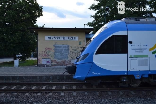 Kiedy pociągi zaczną kursować do stacji Wodzisław? Pasażerowie zmęczeni zastępczą komunikacją autobusową, Artur Klimek