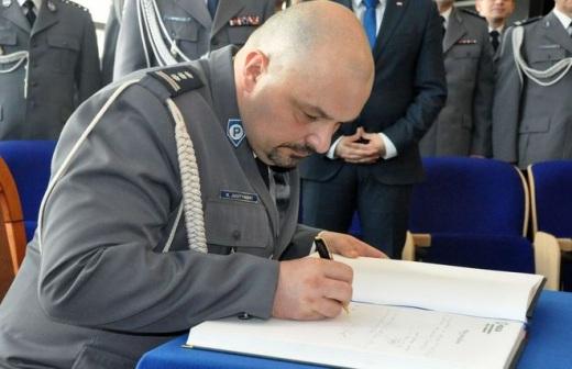 Krzysztof Justy�ski oficjalnie szefem �l�skiego garnizonu