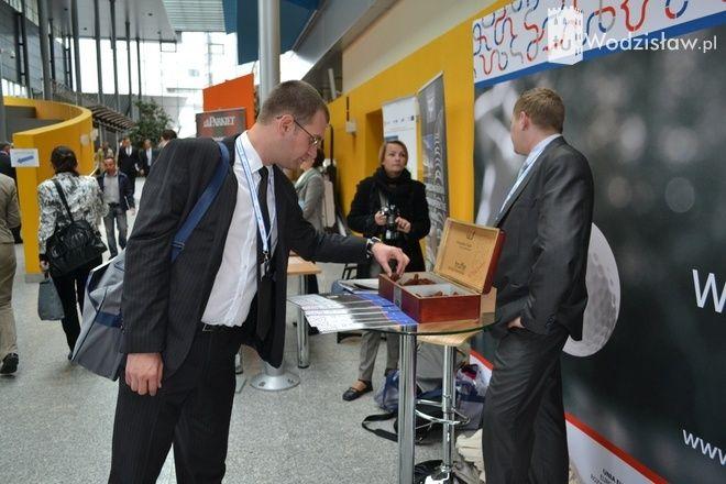 Wodzisławskie trufle to jeden z gadżetów oferowanych przez obsługę wodzisławskich stoisk promocyjnych