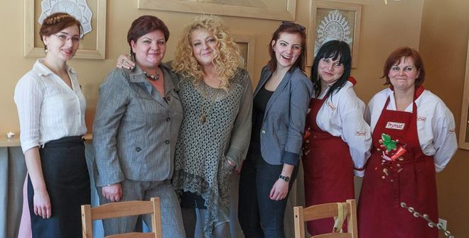 Magda Gessler z pracownikami Malinówki