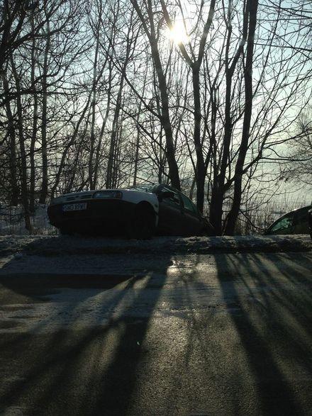 Alert: Ślisko na drogach, dwa samochody wylądowały w rowie, Czytelnik