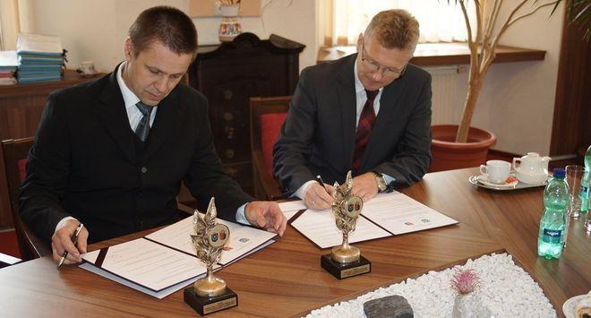 Mszana: podpisali umowę partnerską, by dostać dofinansowanie,