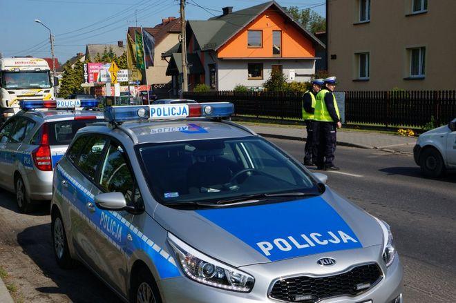 """Wczoraj policjanci """"wlepili"""" 53 mandaty. Dziś drogówka prowadzi kolejną akcję,"""
