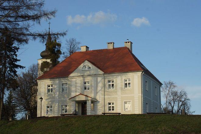 W 200-letnim budynku plebanii mieści się teraz ośrodek wsparcia dla osób niepełnosprawnych intelektualnie.