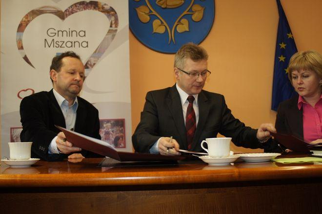 Intercor porozumiał się z władzami giminy Mszana w sprawie odszkodowania za drogi gminne uszkodzone w czasie budowy A1. Prezes zapowiedział oficjalny termin otwarcia inwestycji na 30 czerwca