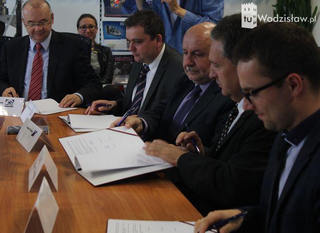 """Marzą o Dolinie Krzemowej w Wodzisławiu. M.Kieca: """"Czasy zrównoważonego rozwoju to przeszłość, pora na specjalizacje"""", mk"""