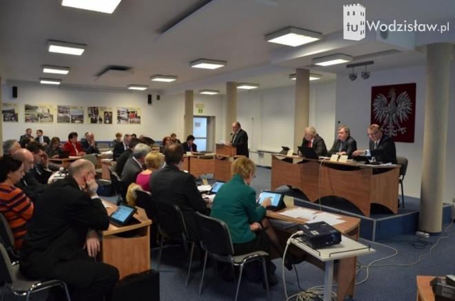 Radni PiS chcą wprowadzić imienne głosowanie na sesjach,