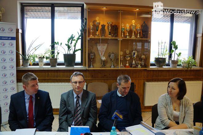 Szczegóły inwestycji zaprezentowano podczas konferencji prasowej w MOSiR.