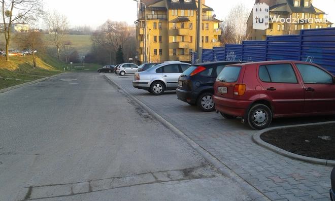 Tesco wybudowało nowe miejsca parkingowe dla mieszkańców , mk