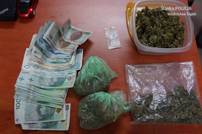 Wodzisław, 26 Marca: w mieszkaniu 28-latka policjanci znaleźli 200 działek marihuany,