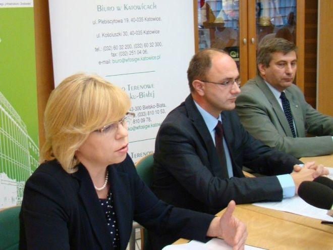 W sierpniu 2011 r. na specjalnie zorganizowanej w Katowicach konferencji prasowej wiceminister Zdziebło zapewniał, że resort przygotowany jest na różne warianty finansowania tej największej w Polsce inwestycji hydrotechnicznej