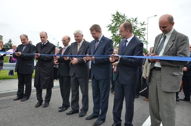 Kierowcy mogą przejechać już z ulicy Pszowskiej na Rybnicką omijając centrum miasta. Dziś uroczyście otwarto pierwszy odcinek obwodnicy