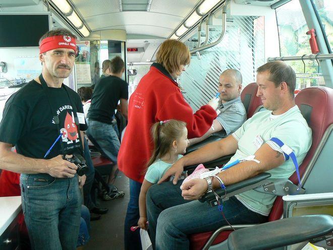 19 maja w godz. 9:00-14:00 krew będzie można oddać w ambulansie RCKiK, który stanie przed supermarketem Intermarché znajdującym się przy ul. Bema 90 w Rydułtowach