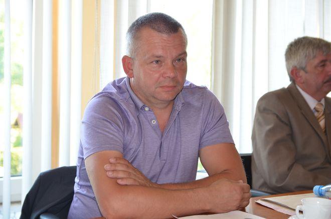 Zbieramy podpisy od tygodnia. Do następnej sesji rady gminy z pewnością będziemy mieli wymaganą liczbę podpisów – mówi radny Mirosław Kozielski