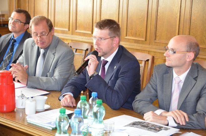- Nie bądźmy populistami - mówił Mieczysław Kieca