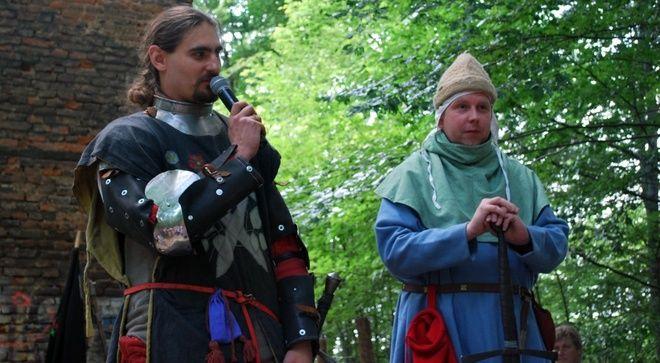 Dla wielu zaskoczeniem mogło być wystąpienie prezydenta Mieczysława Kiecy, który wyjątkowo z okazji otwarcia baszty również wystąpił w stroju z epoki średniowiecza
