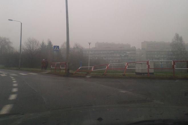 Uszkodzone barierki na ul. Leszka