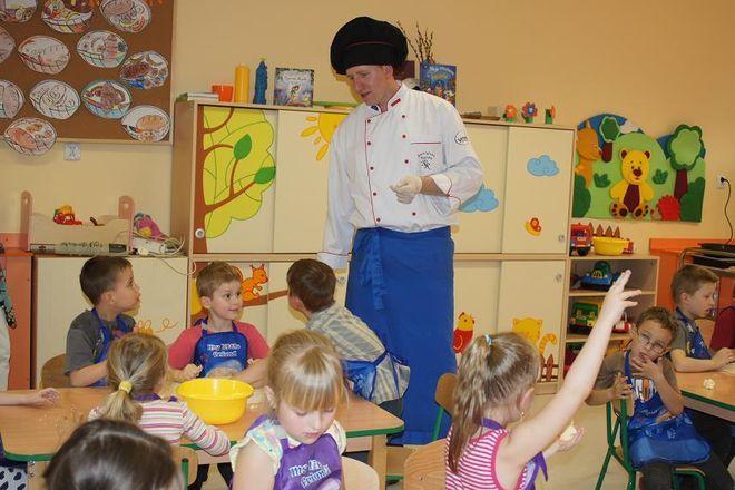 Remigiusz Rączka odwiedził przedszkole w Mszanie