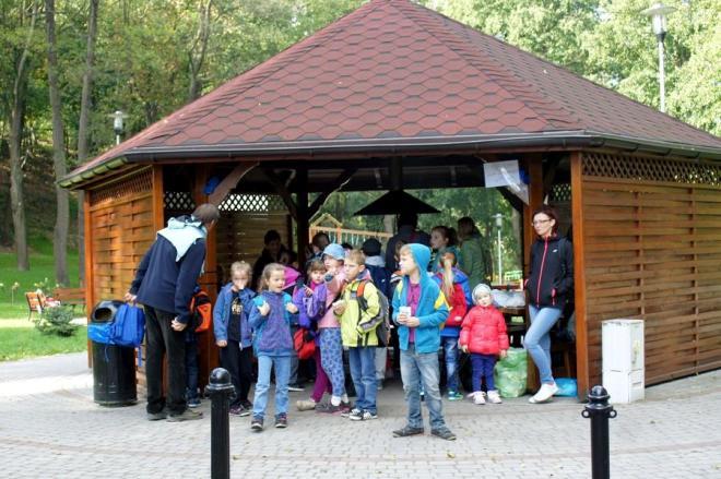 Dzieci z wodzisławskiej SP 9 świetnie bawiły się w parku w Mszanie , materiały prasowe UG Mszana