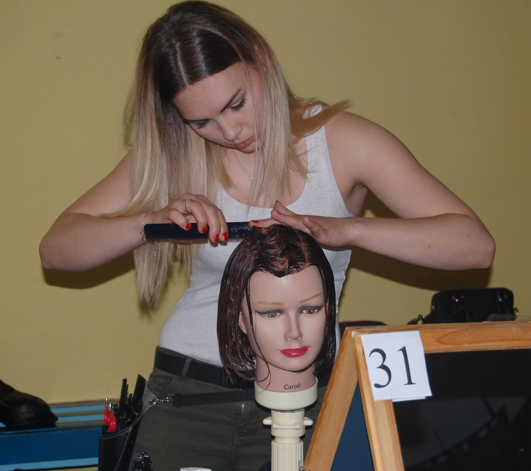Bajkowe fryzury podczas walki o tytuł Mistrza Upięcia, materiały prasowe ZSP w Pszowie