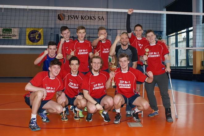 Licealiści z Rydułtów okazali się najlepszym zespołem siatkarskim w powiecie i rejonie