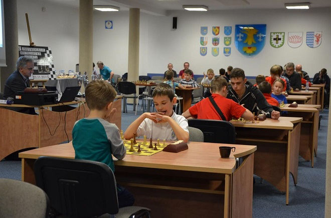 43 zawodników w różnym wieku wzięło udział w V edycji mistrzostw powiatu wodzisławskiego w szachach