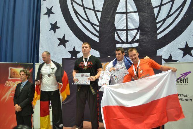 Witold Tetłak na podium Mistrzostw Świata.