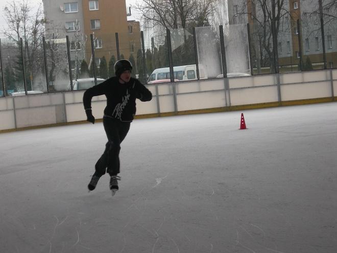 Uczniowie Gimnazjum nr 3 Mistrzostwa Sportowego zdobyli wicemistrzostwo powiatu w łyżwiarstwie szybkim