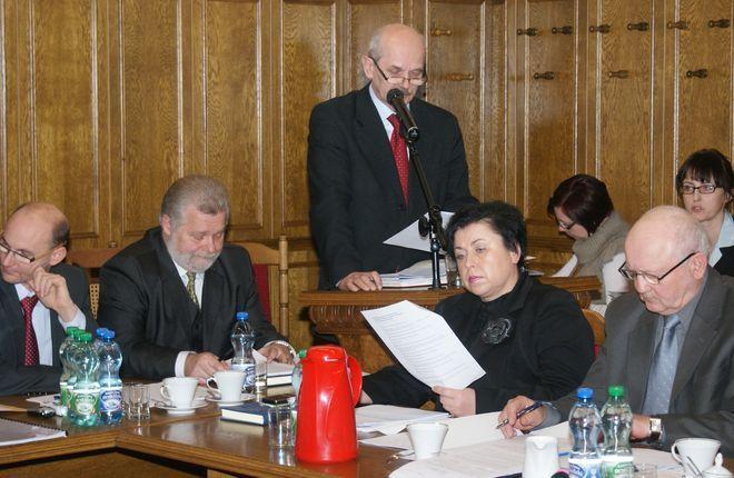 Prognoza na 2011 rok przedstawia budżet trudny, pełny ograniczeń i oszczędności