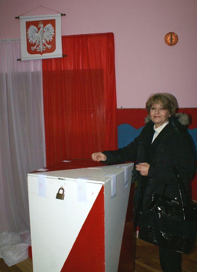 Anna Białek głosowała razem z mężem